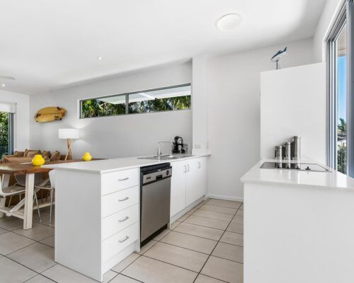 Sunshine-Coast-Metzo-Noosa-1-n-2-bed-2-bathroom-apt-(18)